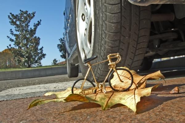 bici-sotto-la-ruota